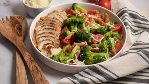 Cheesy Chicken and Broccoli Penne Meal Prep Meal Planning Counting Macros