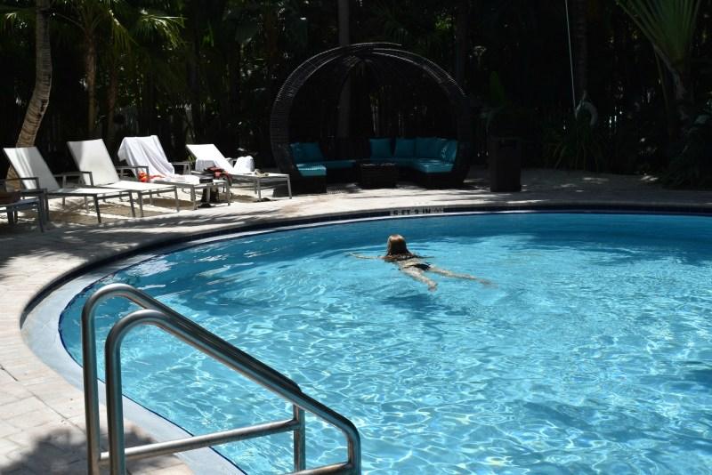 Private Pool Corner - ADOS