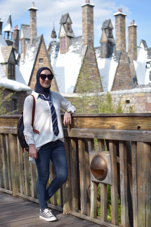 The Wizarding World of Harry Potter Orllando; Ravenclaw Outfit; Harry Potter Outfit; Travel Style; Universal Studios; Harry Potter Itinerary; What to wear to Harry Potter Theme Park