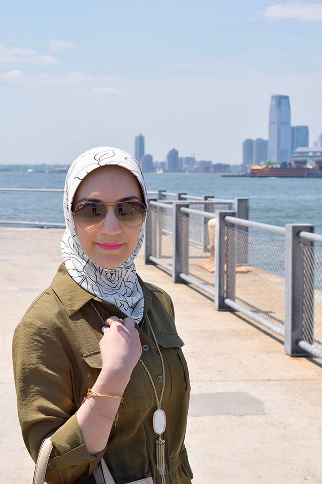 Anthropologie Shirtdress, White Jeans, NYC, Summer Style, Brooklyn Bridge Park, Haute Hijab, MAC Candy Yum Yum Lipstick, Ray-Ban Aviators, Hijab Fashion, Fashion Blogger,