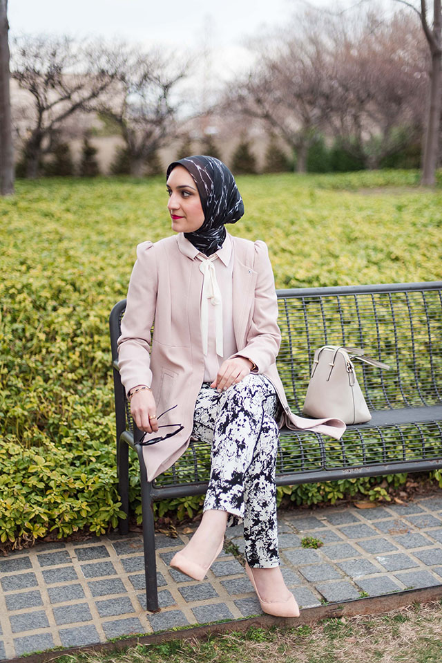 YAYOI KUSAMA INFINITY MIRRORS-HIRSHHORN MUSEUM-Fashion Blog-DC Fashion-Museum Outfit-Banana Republic-Haute Hijab Scarf-Pink Coat-Modest Fashion-Hijabi