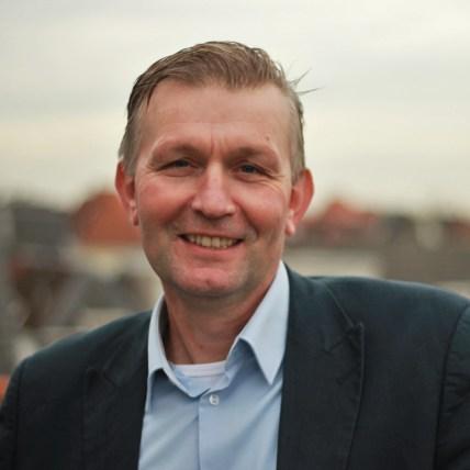 Dr. C. van den Broeke
