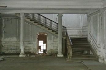 pegu-club-stairs3