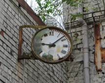 abandoned-factory-glasgow-stopped-clock