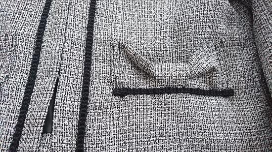 ルイルエブティックセレモニースーツ 着回し美人なアンサンブルスーツのジャケット ポケットの部分