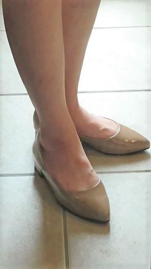 アウトレットシューズのレインパンプスを履いて横からアウトレットシューズのレインパンプスを履いて横から撮ったところ