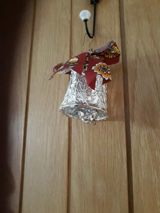 Bell from yoghurt pot with foil and bow