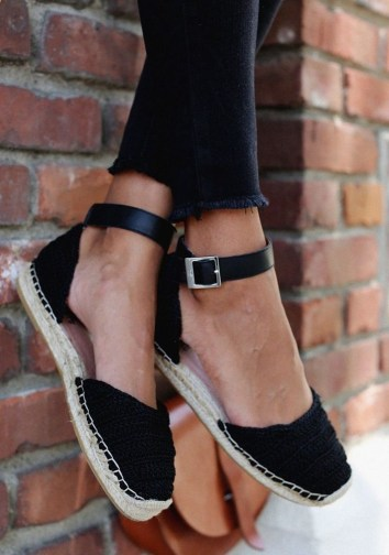 Classy Business Women Outfits Ideas With Flat Shoes11
