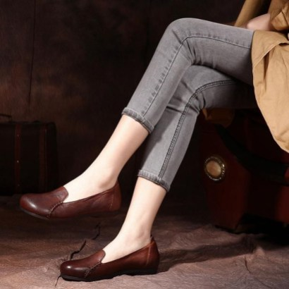 Classy Business Women Outfits Ideas With Flat Shoes26