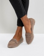 Classy Business Women Outfits Ideas With Flat Shoes30