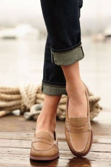 Classy Business Women Outfits Ideas With Flat Shoes36