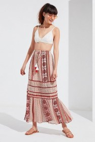 Cute Maxi Skirt Outfits To Impress Everybody29