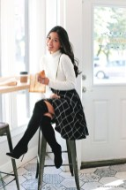 Modest But Classy Skirt Outfits Ideas Suitable For Fall43