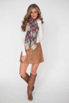 Modest But Classy Skirt Outfits Ideas Suitable For Fall45