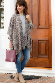 Amazing Looks For Over 40 Women Inspiration35