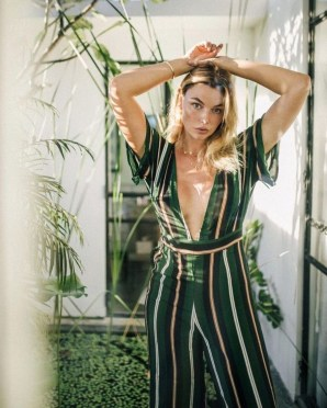 Charming Summer Outfits Ideas To Copy Right Now20