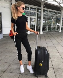 Classic And Casual Airport Outfit Ideas05