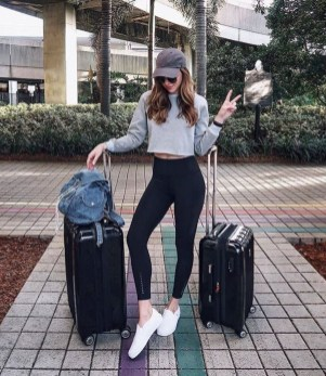 Classic And Casual Airport Outfit Ideas09