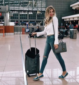Classic And Casual Airport Outfit Ideas14