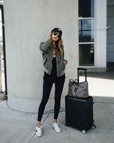 Classic And Casual Airport Outfit Ideas18