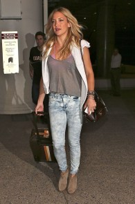 Classic And Casual Airport Outfit Ideas19