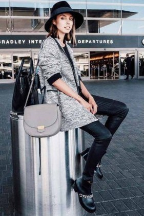 Classic And Casual Airport Outfit Ideas25