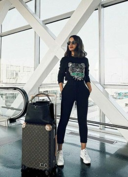 Classic And Casual Airport Outfit Ideas44