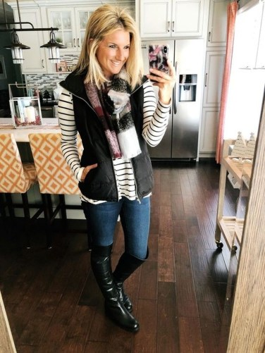 Cute Forward Fall Outfits Ideas To Update Your Wardrobe25