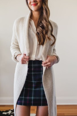 Unique Ways To Wear A Cardigan This Fall36