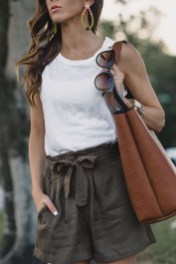 Charming Winter Outfits Ideas High Waisted Shorts05