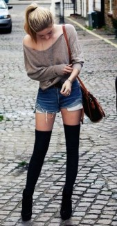 Charming Winter Outfits Ideas High Waisted Shorts10