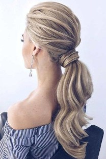Perfect Wedding Hairstyles Ideas For Long Hair40