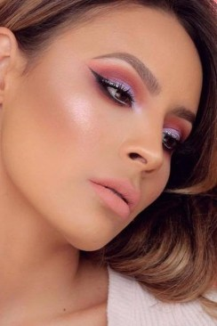 Popular Shimmer Summer Makeup Ideas17
