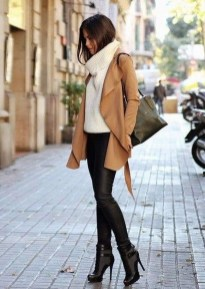 Popular Winter Outfits Ideas Leather Leggings04