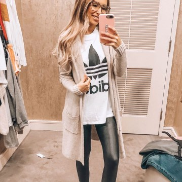Popular Winter Outfits Ideas Leather Leggings07