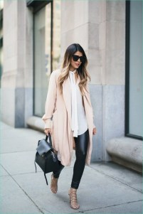 Popular Winter Outfits Ideas Leather Leggings11