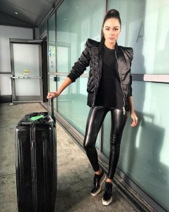 Popular Winter Outfits Ideas Leather Leggings12