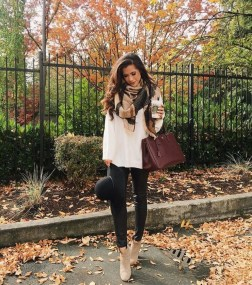 Popular Winter Outfits Ideas Leather Leggings19