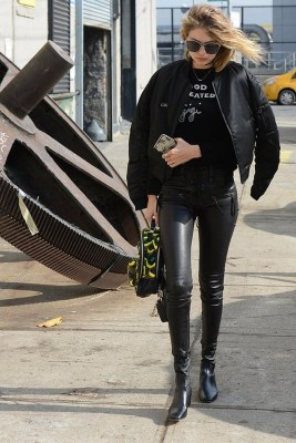 Popular Winter Outfits Ideas Leather Leggings27