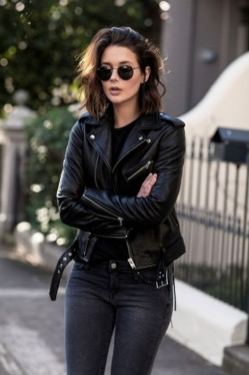 Pretty Winter Outfits Ideas Black Leather Jacket34