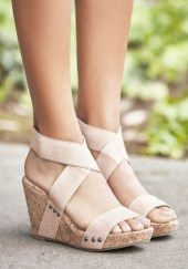Stunning Spring Outfit Ideas With Wedges30