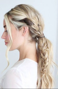 Stunning Summer Hairstyles Ideas For Women08