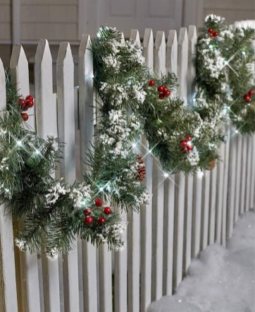 Affordable Winter Christmas Decorations Ideas26