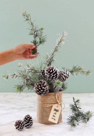 Affordable Winter Christmas Decorations Ideas41