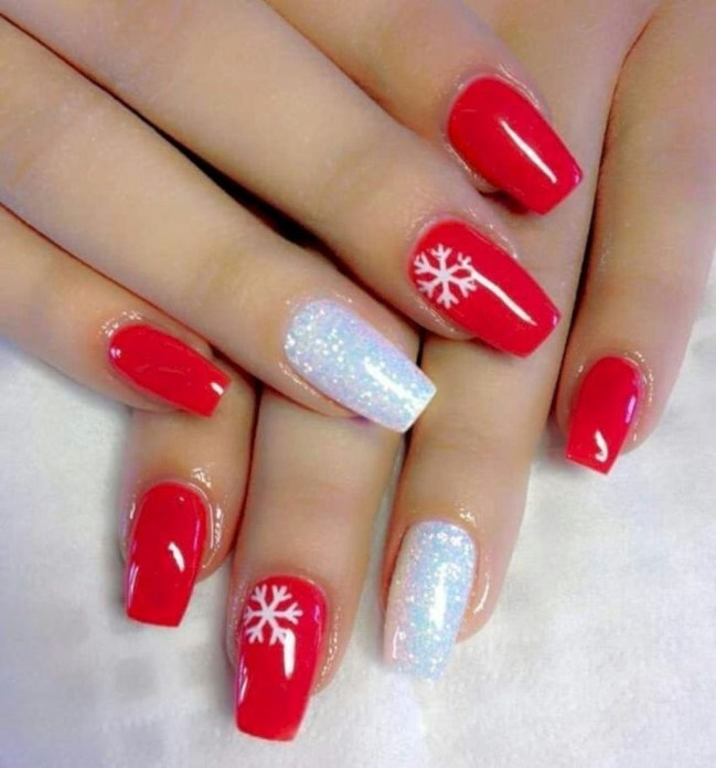 Astonishing Christmas Nail Design Ideas For Pretty Women08