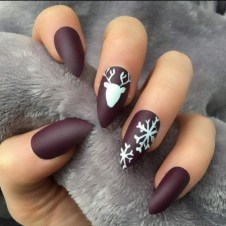 Astonishing Christmas Nail Design Ideas For Pretty Women19
