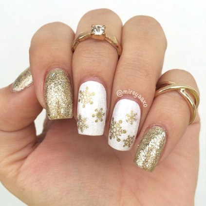 Astonishing Christmas Nail Design Ideas For Pretty Women25