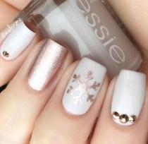 Astonishing Christmas Nail Design Ideas For Pretty Women32