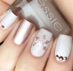 Astonishing Christmas Nail Design Ideas For Pretty Women32