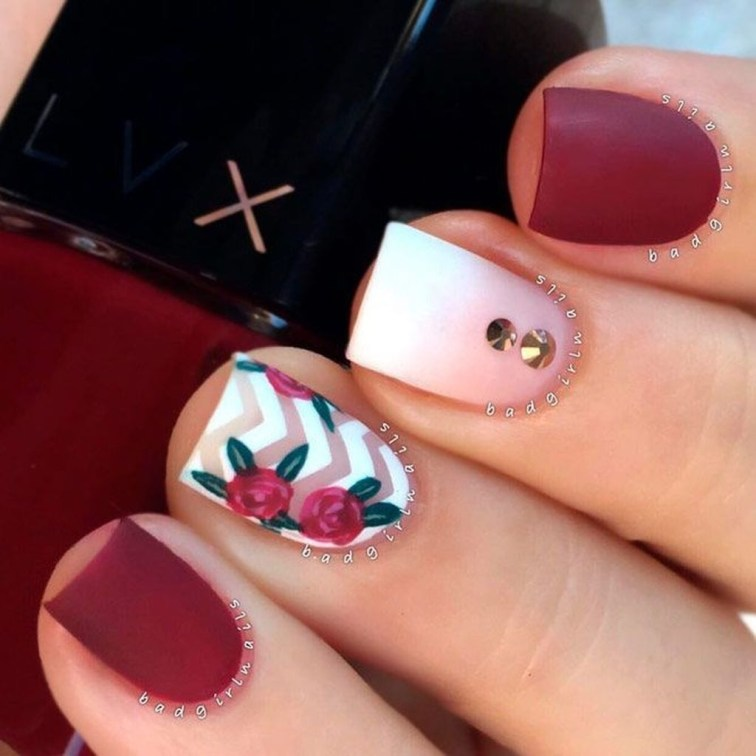 Astonishing Christmas Nail Design Ideas For Pretty Women37
